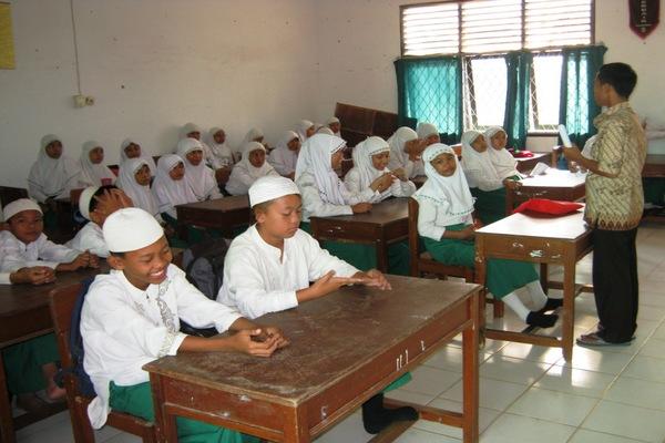 pemerintah-perlu-perhatikan-standar-guru-dan-infrastruktur-madrasah22